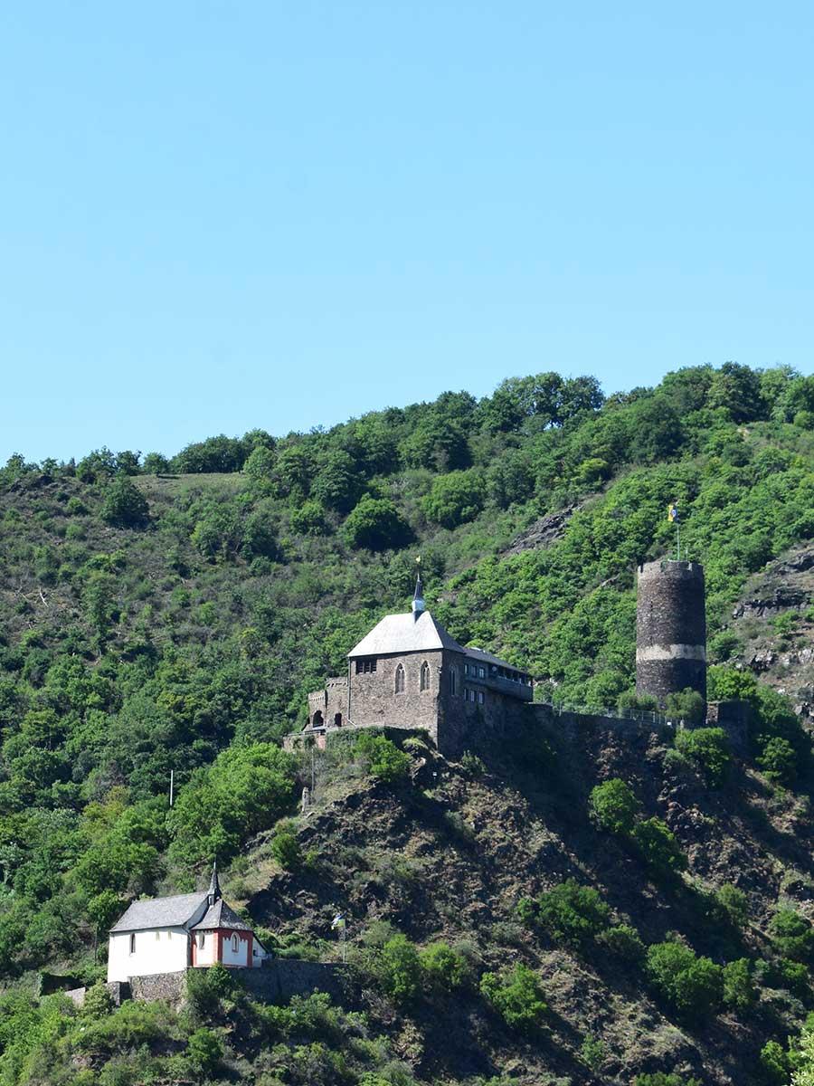 Bed and Breakfast Löffelmühle an der Elz: Ausflüge Burgen und Schlösser - Burg Bischofstein von unten