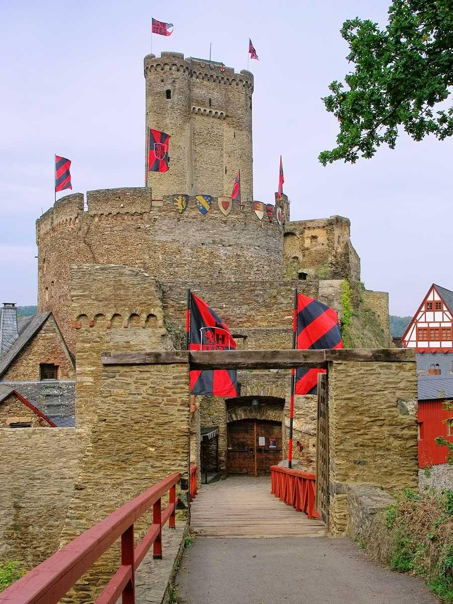 Bed and Breakfast Löffelmühle an der Elz: Ausflüge Burgen und Schlösser - Ehrenburg Aussicht