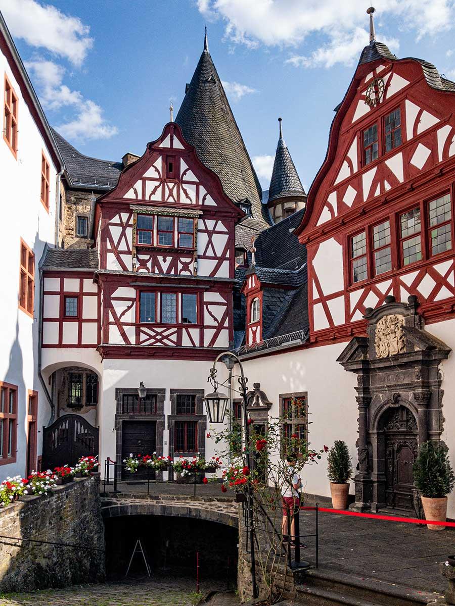Bed and Breakfast Löffelmühle an der Elz: Ausflüge Burgen und Schlösser - Schloss Bürresheim innen