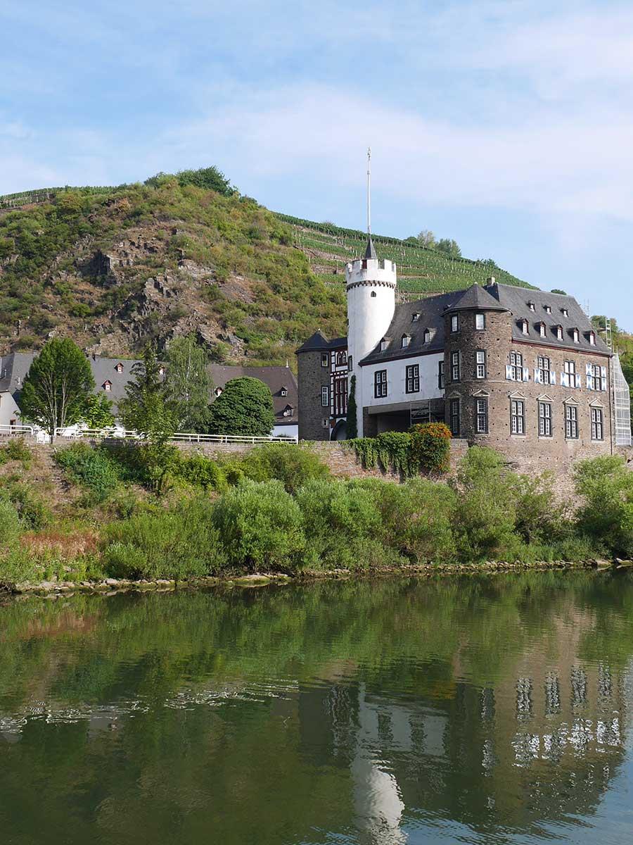 Bed and Breakfast Löffelmühle an der Elz: Ausflüge Burgen und Schlösser - Schloss von der Leyen