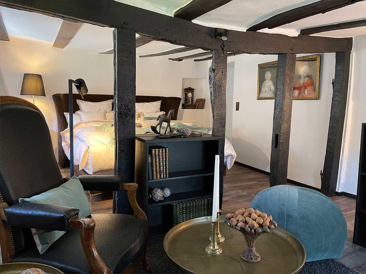 Bed and Breakfast Löffelmühle an der Elz: Zimmer Ansicht mit Bett - Terra